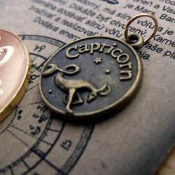 Capricorn znamená v preklade Kozorožec.